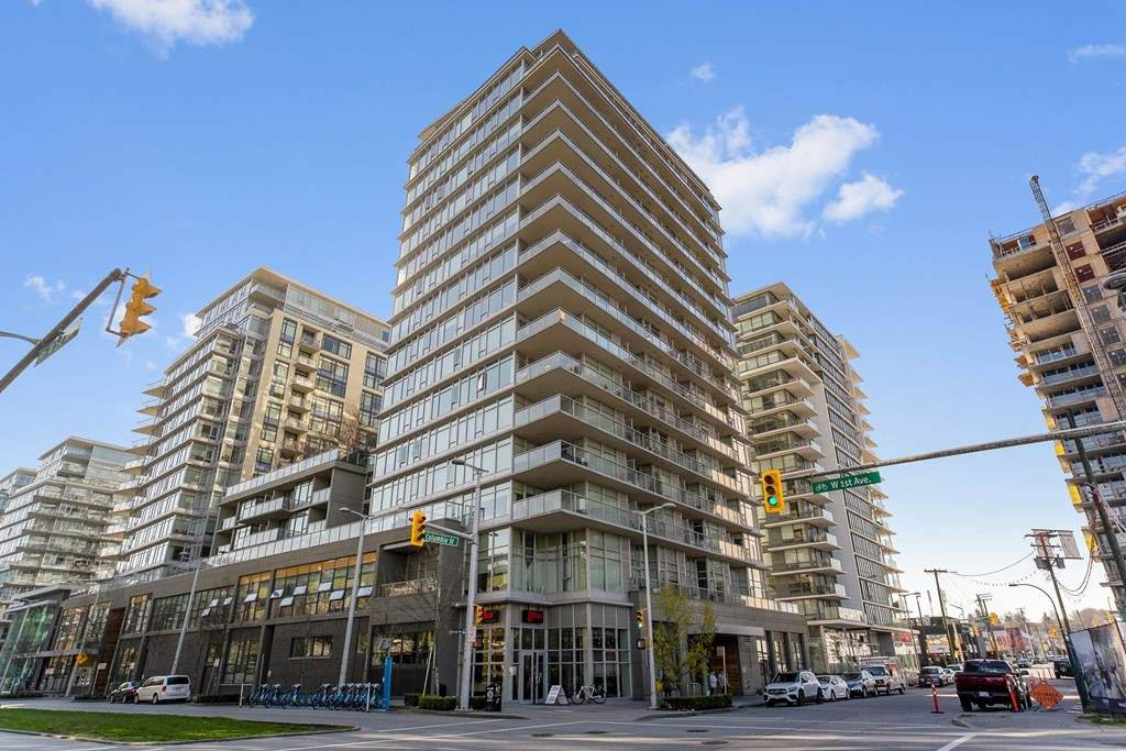 "Main Photo: 1201 1708 COLUMBIA Street in Vancouver: False Creek Condo for sale in ""WALL CENTER - FALSE CREEK"" (Vancouver West)  : MLS®# R2450132"