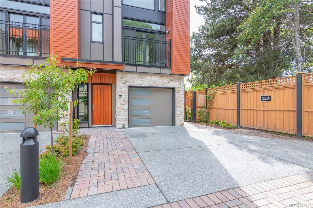 Main Photo: 404 2130 Sooke Rd in Colwood: Co Hatley Park Row/Townhouse for sale : MLS®# 842390