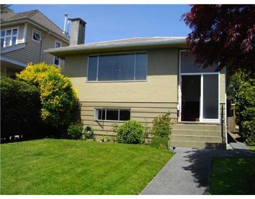 Main Photo: 222 E 10TH ST in North Vancouver: House for sale : MLS®# V830397