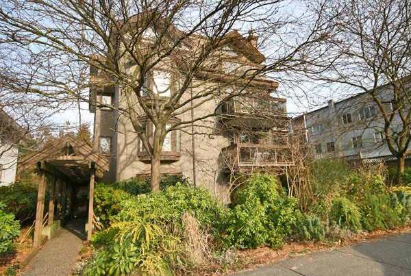 "Main Photo: 202 1689 E 4TH Avenue in Vancouver: Grandview VE Condo for sale in ""ANGUS MANOR"" (Vancouver East)  : MLS®# V685570"