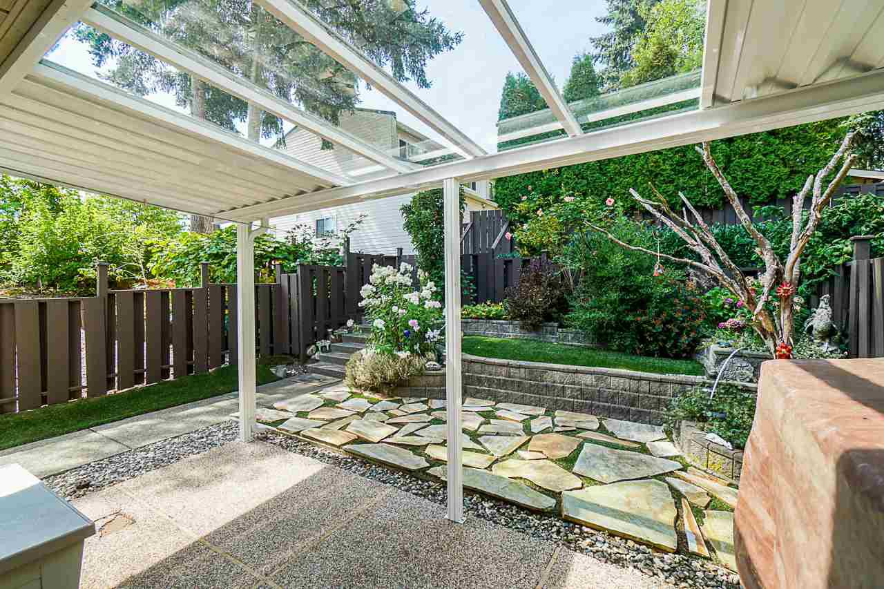 """Photo 5: Photos: 69 8555 KING GEORGE Boulevard in Surrey: Queen Mary Park Surrey Townhouse for sale in """"BEAR CREEK VILLAGE"""" : MLS®# R2397033"""