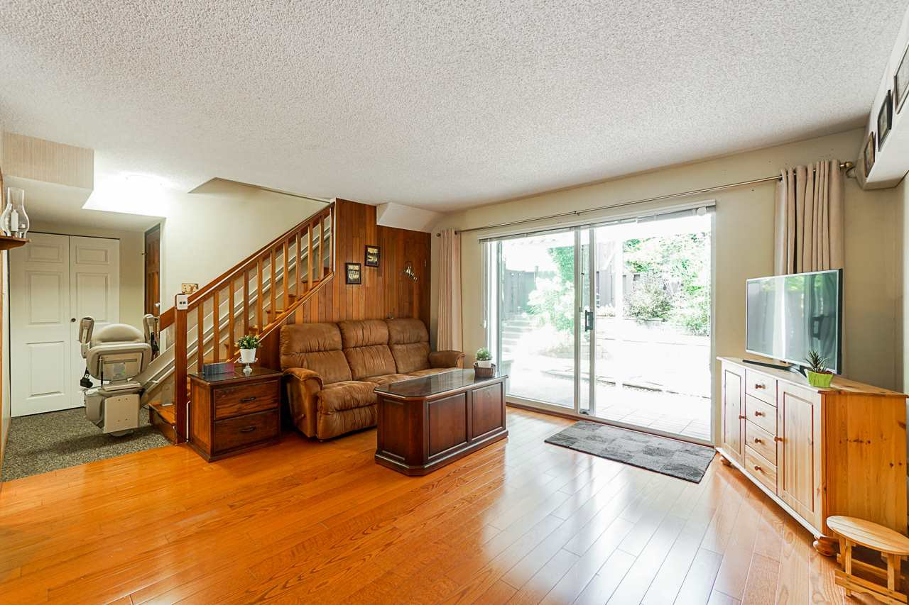 """Photo 9: Photos: 69 8555 KING GEORGE Boulevard in Surrey: Queen Mary Park Surrey Townhouse for sale in """"BEAR CREEK VILLAGE"""" : MLS®# R2397033"""