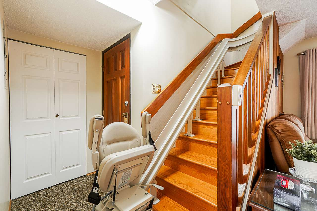 """Photo 11: Photos: 69 8555 KING GEORGE Boulevard in Surrey: Queen Mary Park Surrey Townhouse for sale in """"BEAR CREEK VILLAGE"""" : MLS®# R2397033"""
