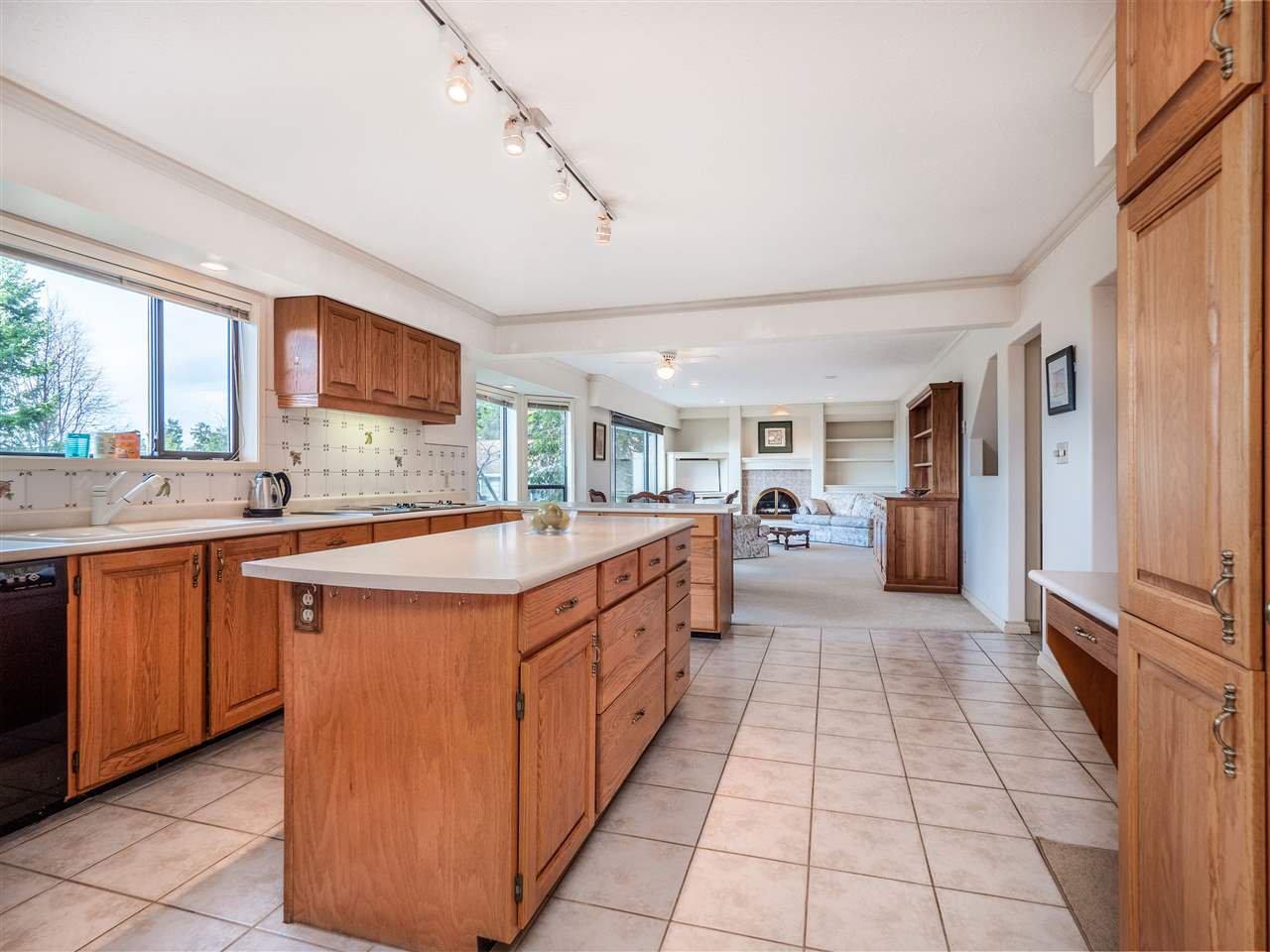 Photo 4: Photos: 5107 RADCLIFFE Road in Sechelt: Sechelt District House for sale (Sunshine Coast)  : MLS®# R2425277
