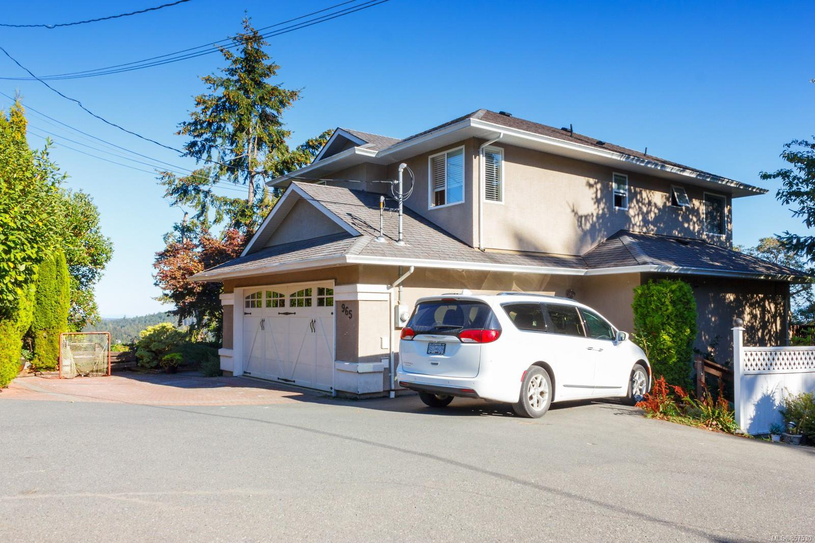Main Photo: 965 Windship Pl in : La Florence Lake House for sale (Langford)  : MLS®# 857530