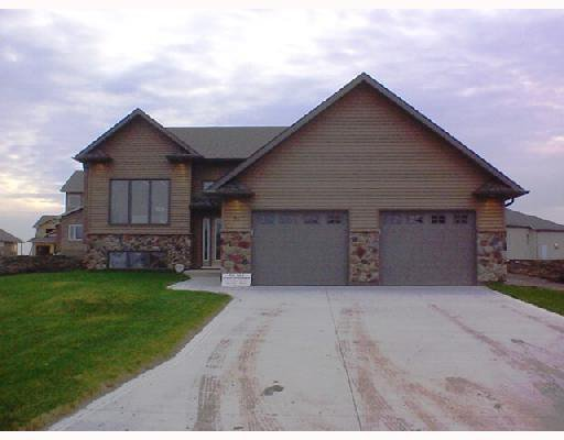 Main Photo: 16 PRAIRIEVIEW Drive in LASALLE: Brunkild / La Salle / Oak Bluff / Sanford / Starbuck / Fannystelle Residential for sale (Winnipeg area)  : MLS®# 2718678