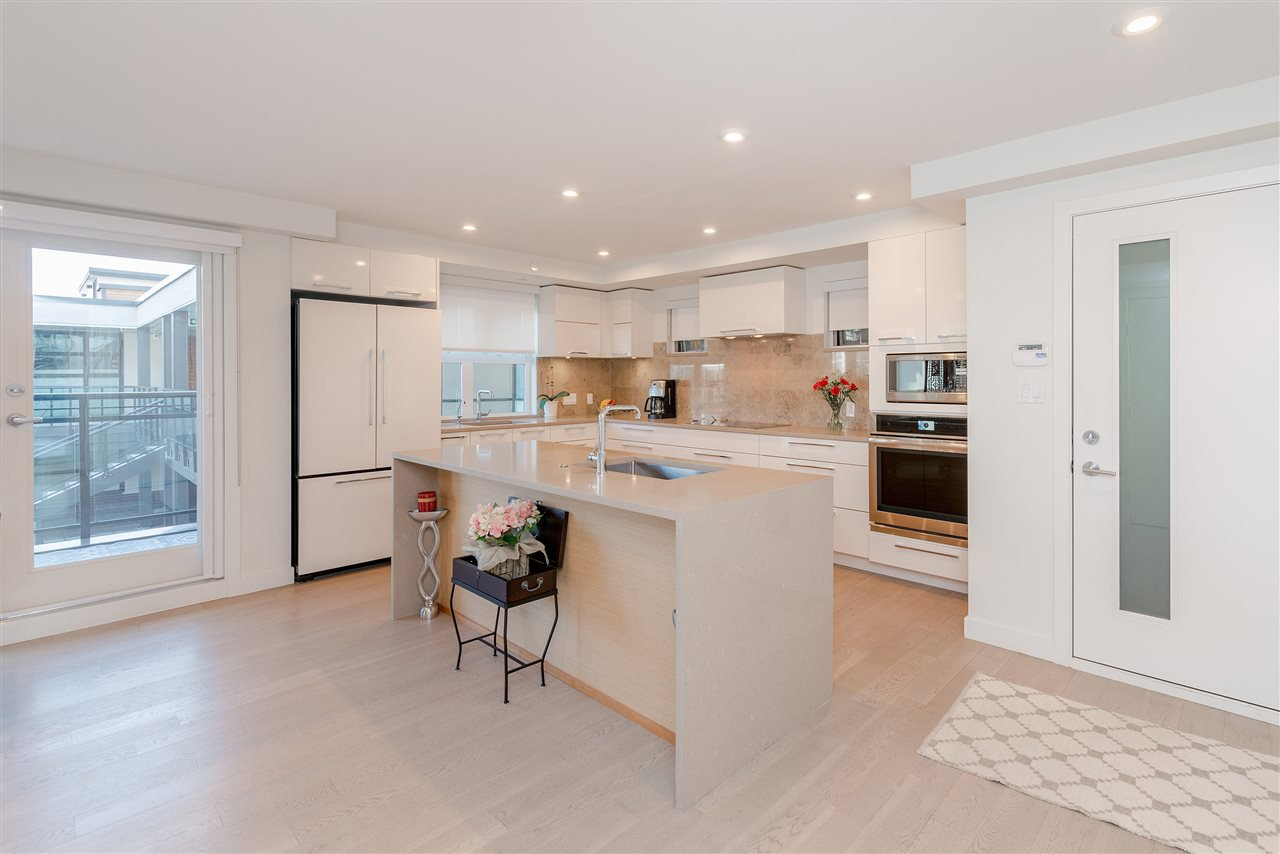 """Main Photo: 308 1160 OXFORD Street: White Rock Condo for sale in """"Newport at west beach"""" (South Surrey White Rock)  : MLS®# R2432913"""