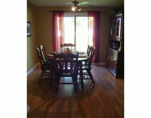 Photo 3: Photos: 17 SALEM Place in Winnipeg: Fort Garry / Whyte Ridge / St Norbert Single Family Detached for sale (South Winnipeg)  : MLS®# 2616579
