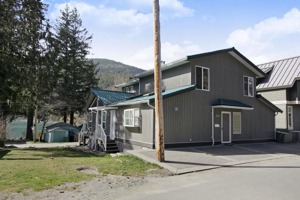 "Photo 19: Photos: 232 1ST Avenue: Cultus Lake House for sale in ""Cultus Lake Park"" : MLS®# R2448191"