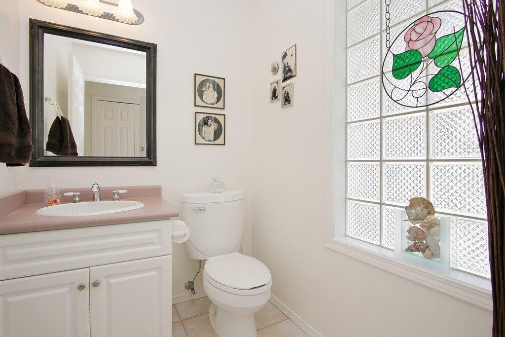 "Photo 10: Photos: 232 1ST Avenue: Cultus Lake House for sale in ""Cultus Lake Park"" : MLS®# R2448191"
