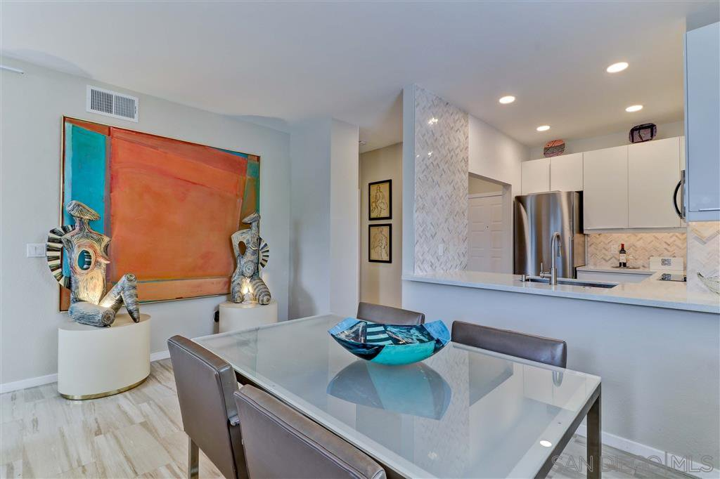 Main Photo: MISSION VALLEY Condo for sale : 1 bedrooms : 2204 River Run Drive #15 in San Diego