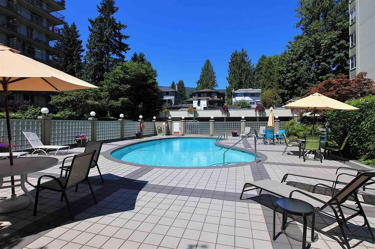 Main Photo: 415 1425 ESQUIMALT AVENUE in West Vancouver: Ambleside Condo for sale : MLS®# R2464523