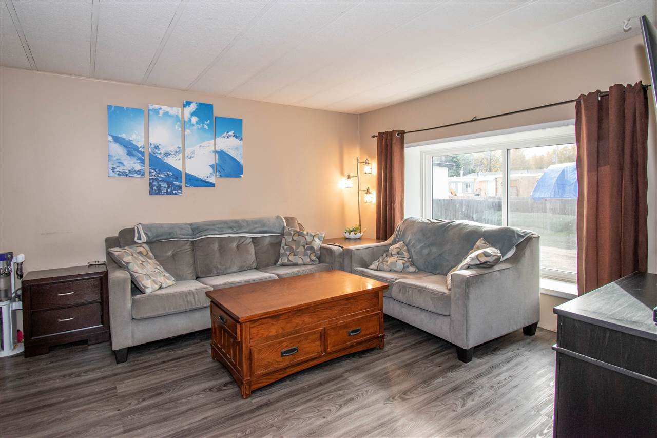 "Photo 4: Photos: 63 95 LAIDLAW Road in Smithers: Smithers - Rural Manufactured Home for sale in ""MOUNTAIN VIEW MOBILE HOME PARK"" (Smithers And Area (Zone 54))  : MLS®# R2410431"