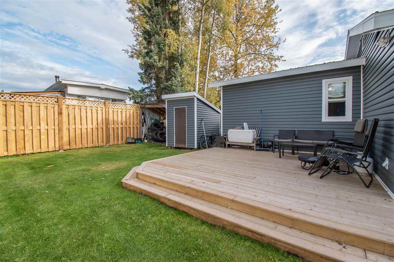 "Photo 14: Photos: 63 95 LAIDLAW Road in Smithers: Smithers - Rural Manufactured Home for sale in ""MOUNTAIN VIEW MOBILE HOME PARK"" (Smithers And Area (Zone 54))  : MLS®# R2410431"