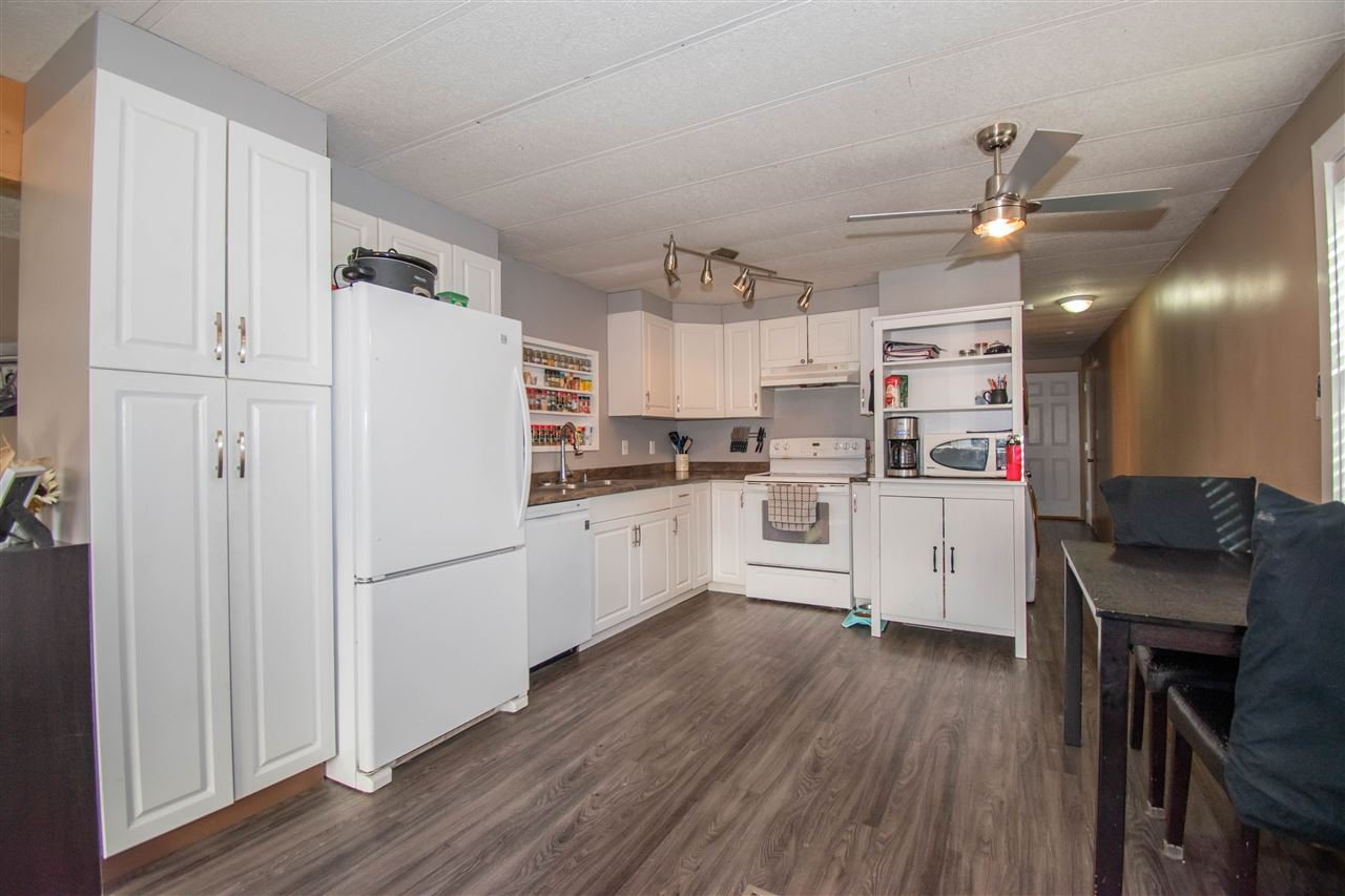 "Photo 5: Photos: 63 95 LAIDLAW Road in Smithers: Smithers - Rural Manufactured Home for sale in ""MOUNTAIN VIEW MOBILE HOME PARK"" (Smithers And Area (Zone 54))  : MLS®# R2410431"