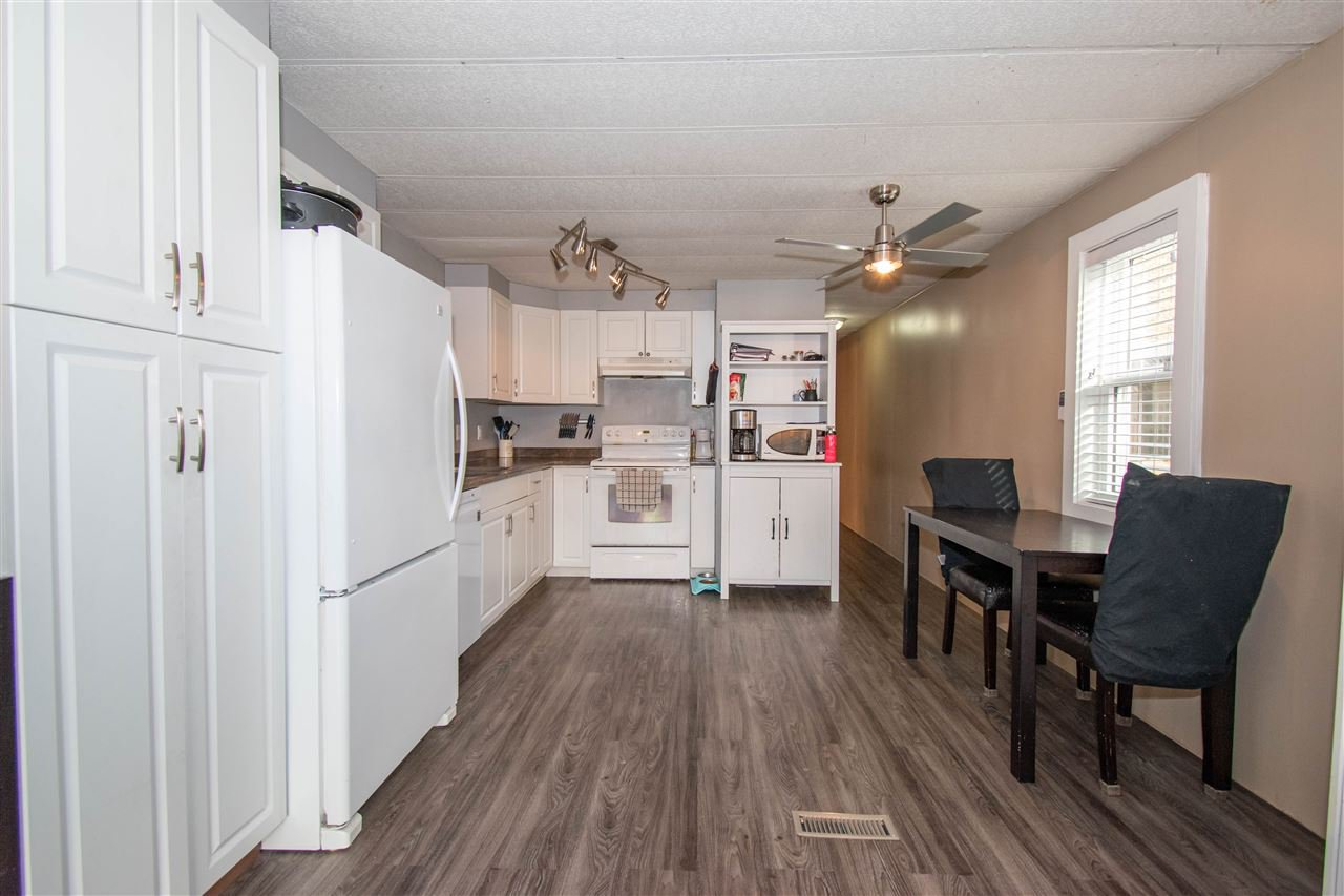 "Photo 6: Photos: 63 95 LAIDLAW Road in Smithers: Smithers - Rural Manufactured Home for sale in ""MOUNTAIN VIEW MOBILE HOME PARK"" (Smithers And Area (Zone 54))  : MLS®# R2410431"