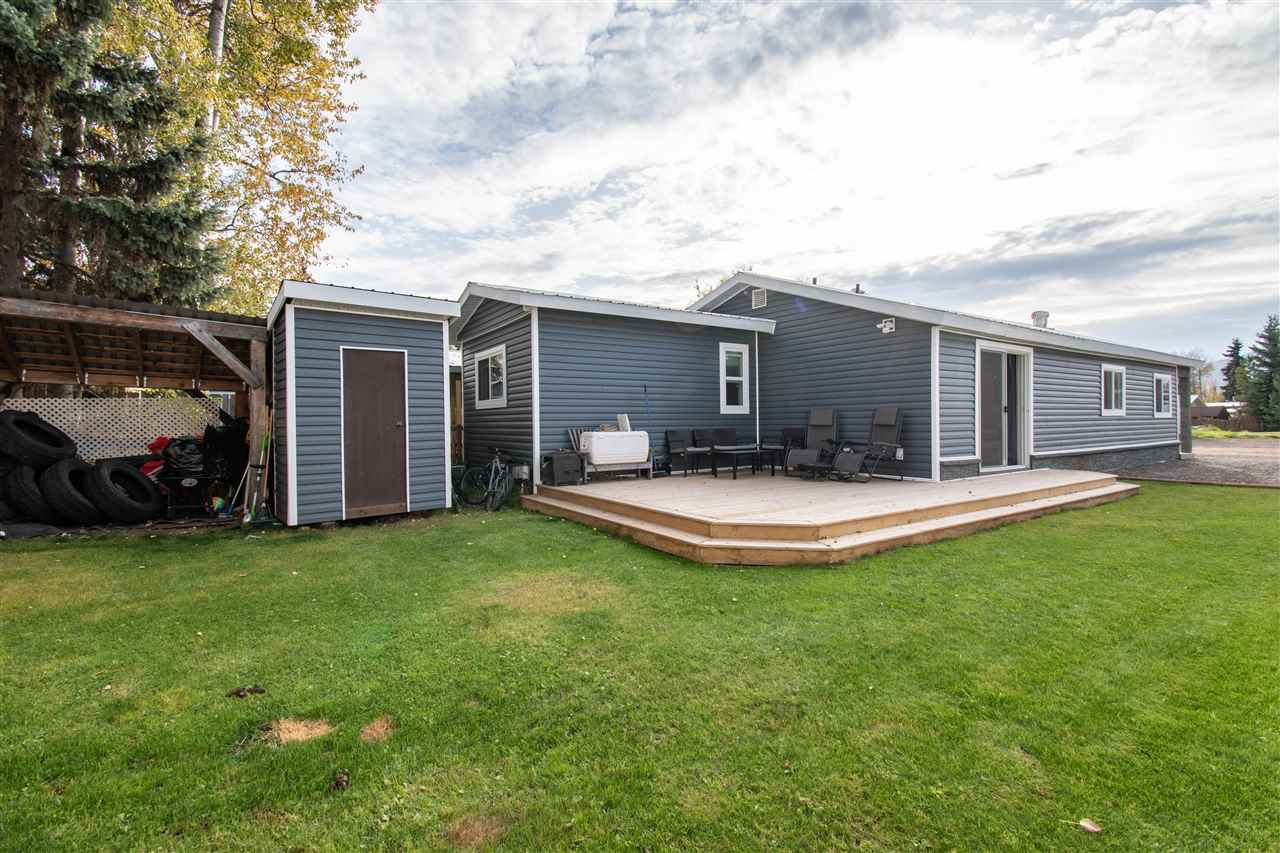 "Photo 15: Photos: 63 95 LAIDLAW Road in Smithers: Smithers - Rural Manufactured Home for sale in ""MOUNTAIN VIEW MOBILE HOME PARK"" (Smithers And Area (Zone 54))  : MLS®# R2410431"