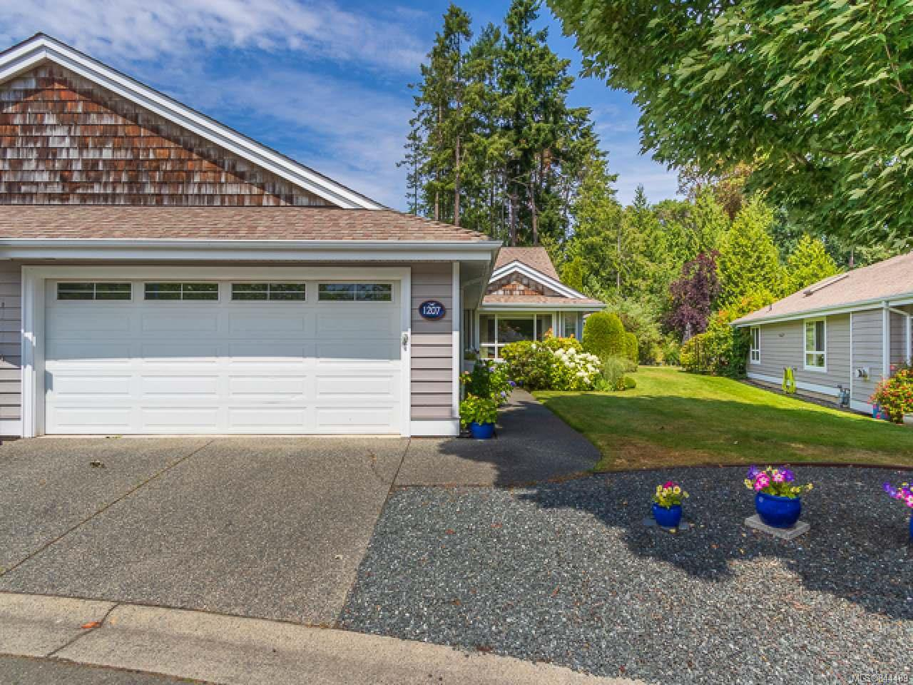 Main Photo: 1207 Saturna Dr in PARKSVILLE: PQ Parksville Row/Townhouse for sale (Parksville/Qualicum)  : MLS®# 844489
