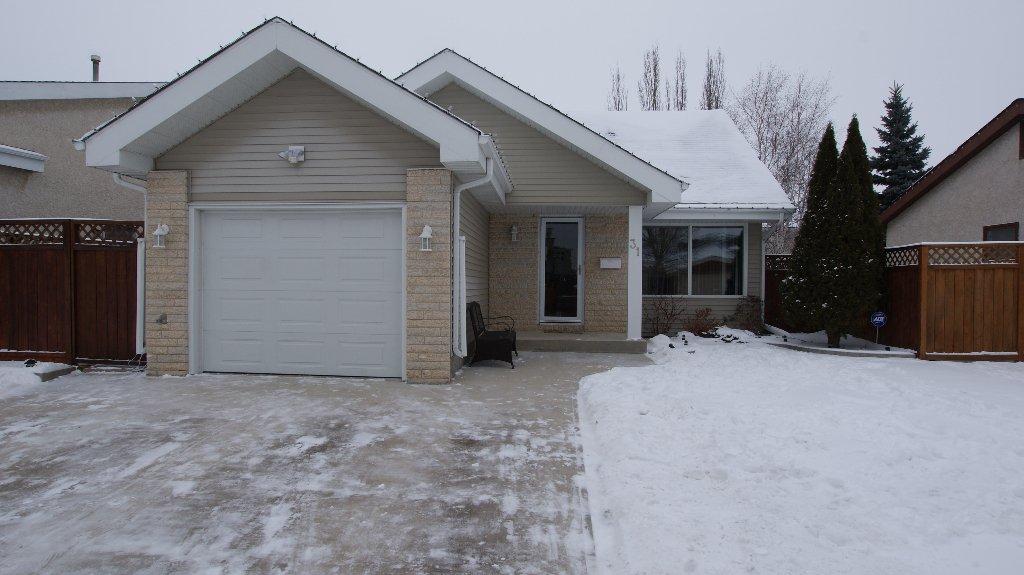 Main Photo: 31 Whittington Road in Winnipeg: North Kildonan Residential for sale (North East Winnipeg)  : MLS®# 1201014