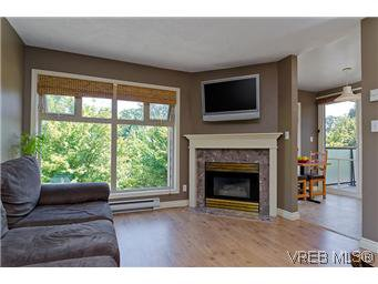 Main Photo: 307 2527 Quadra Street in VICTORIA: Vi Hillside Condo Apartment for sale (Victoria)  : MLS®# 298053