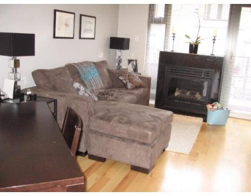 Photo 3: Photos: 3752 COMMERCIAL ST in Vancouver: Victoria VE Townhouse for sale (Vancouver East)  : MLS®# V688379