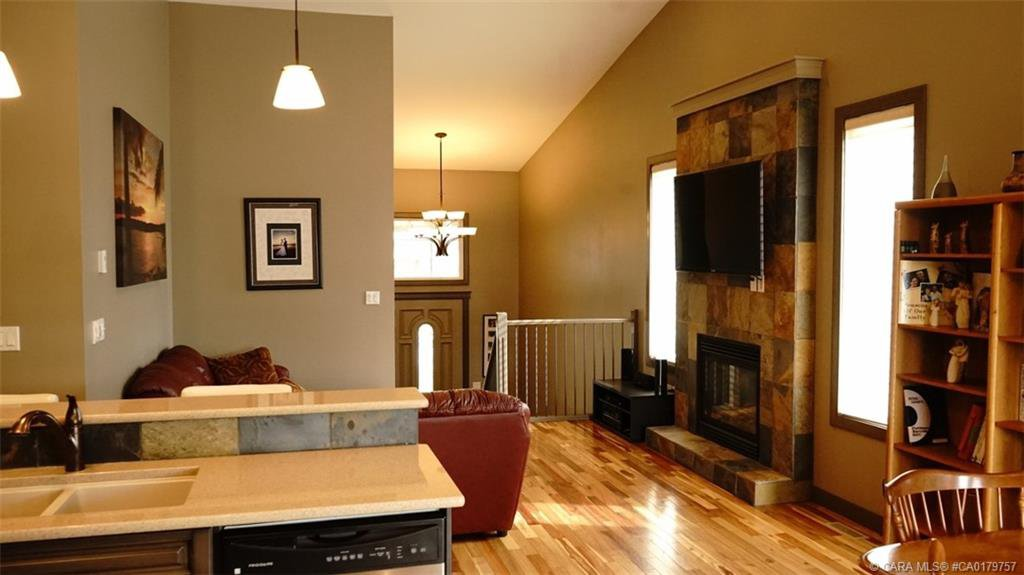 Photo 8: Photos: 712 CYPRESS Lane in Springbrook: RC Springbrook Residential for sale (Red Deer County)  : MLS®# CA0179757