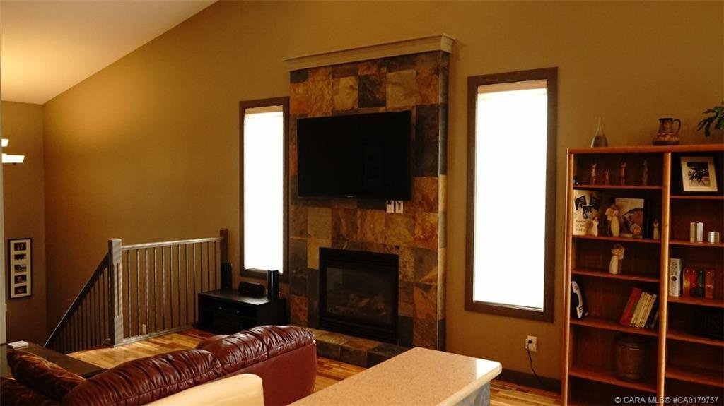 Photo 13: Photos: 712 CYPRESS Lane in Springbrook: RC Springbrook Residential for sale (Red Deer County)  : MLS®# CA0179757