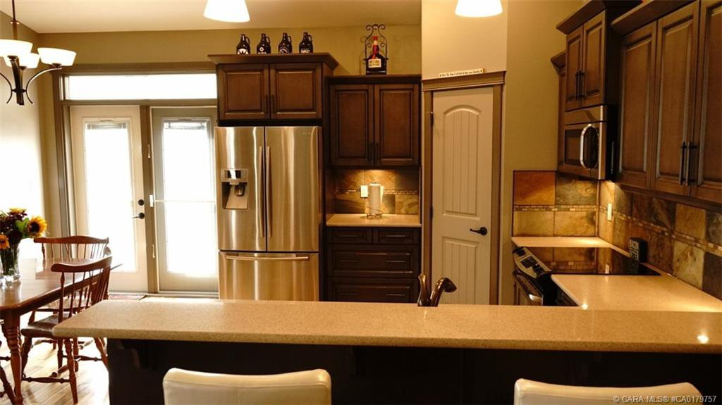 Photo 11: Photos: 712 CYPRESS Lane in Springbrook: RC Springbrook Residential for sale (Red Deer County)  : MLS®# CA0179757
