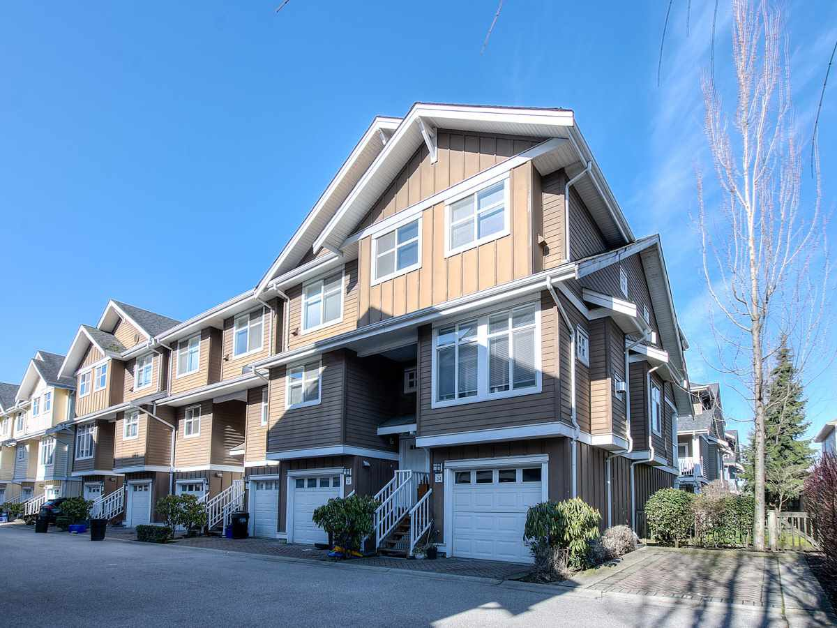 "Main Photo: 34 935 EWEN Avenue in New Westminster: Queensborough Townhouse for sale in ""COOPERS LANDING"" : MLS®# R2443218"