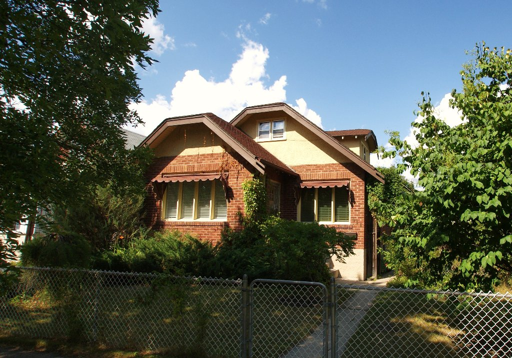 Main Photo: 911 Boyd Ave. in Winnipeg: North End Residential for sale (North West Winnipeg)  : MLS®# 1116578