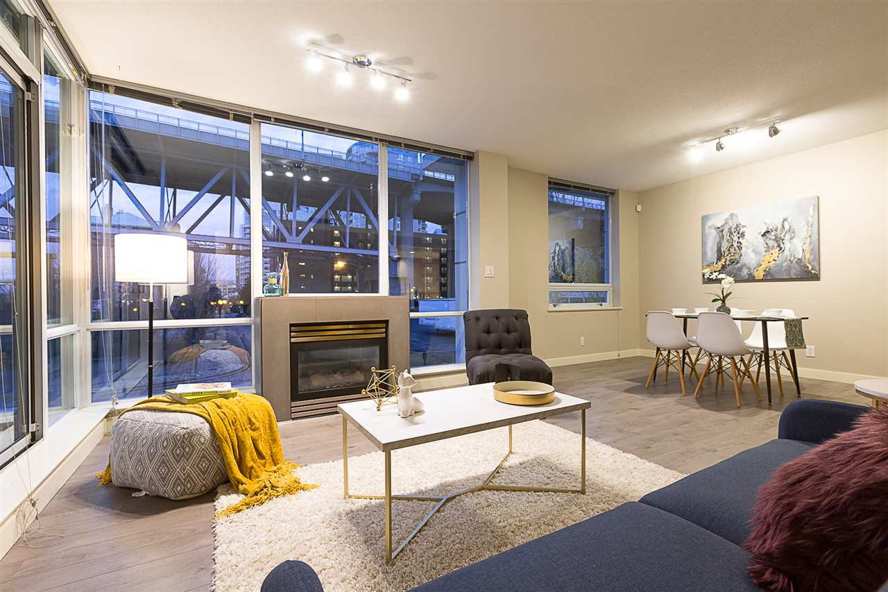 """Main Photo: 305 633 KINGHORNE Mews in Vancouver: Yaletown Condo for sale in """"ICON II"""" (Vancouver West)  : MLS®# R2419482"""