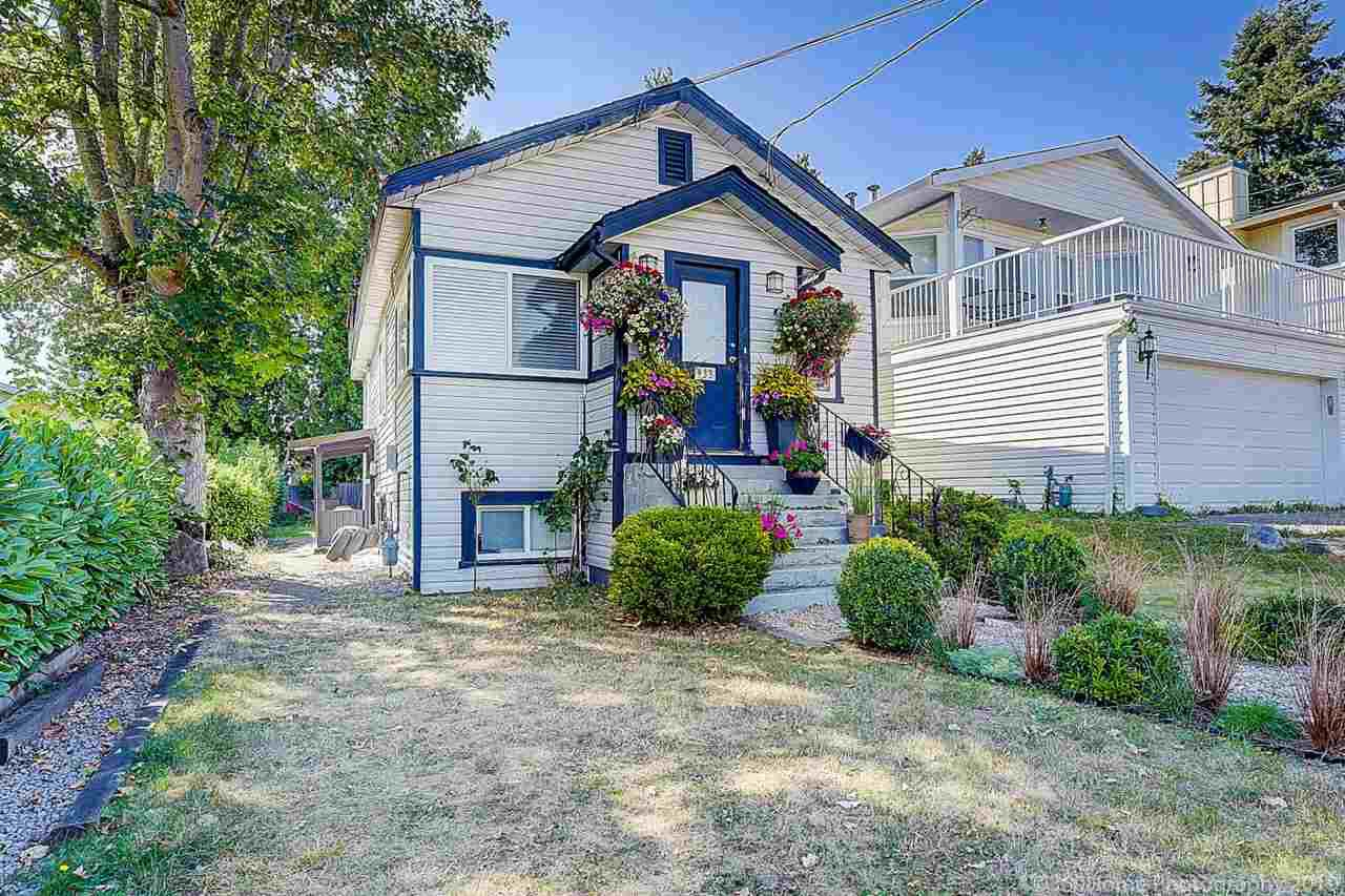 Main Photo: 933 PARKER Street: White Rock House for sale (South Surrey White Rock)  : MLS®# R2458398