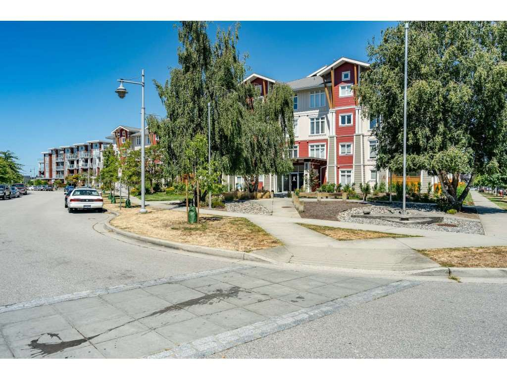 "Main Photo: 105 4233 BAYVIEW Street in Richmond: Steveston South Condo for sale in ""THE VILLAGE"" : MLS®# R2480281"