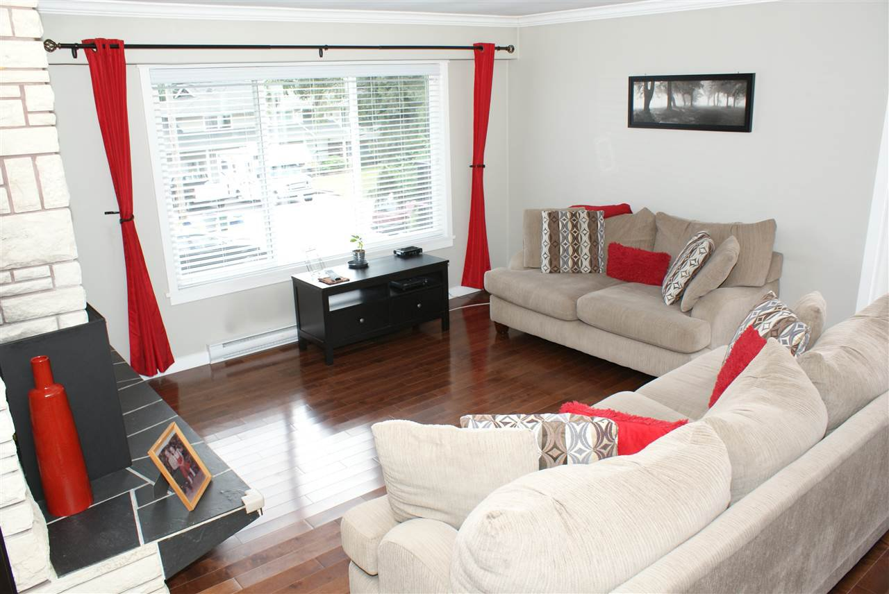 Photo 3: Photos: 555 55A STREET in Delta: Pebble Hill House for sale (Tsawwassen)  : MLS®# R2481635