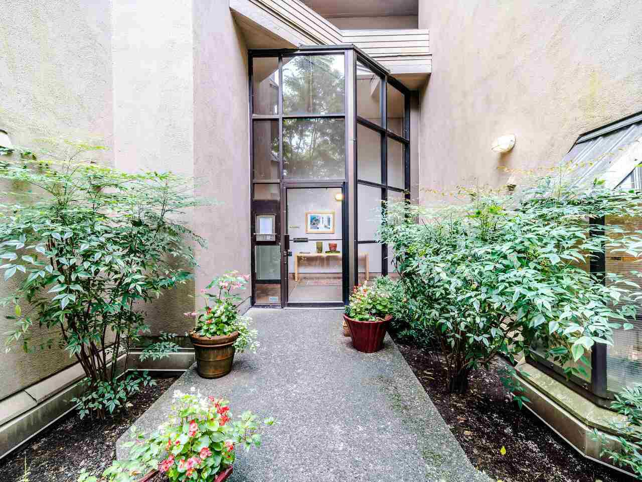 """Main Photo: 105 1922 W 7TH Avenue in Vancouver: Kitsilano Townhouse for sale in """"MAPLE GARDENS"""" (Vancouver West)  : MLS®# R2506845"""