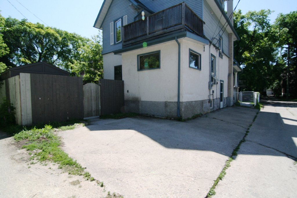 Photo 34: Photos: 1113 Wolseley Avenue in Winnipeg: West End / Wolseley Residential for sale (West Winnipeg)  : MLS®# 1105994