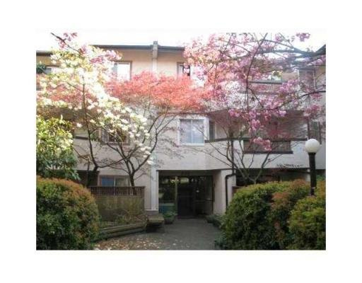 Main Photo: # 305 809 W 16TH ST in North Vancouver: Condo for sale : MLS®# V867200
