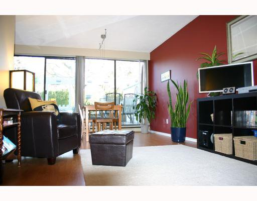 "Main Photo: 82 10200 4TH Avenue in Richmond: Steveston North Townhouse for sale in ""MANOAH VILLAGE"" : MLS®# V692668"