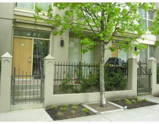"Main Photo: TH17 969 RICHARDS Street in Vancouver: Downtown VW Townhouse for sale in ""MONDRIAN 2"" (Vancouver West)  : MLS®# V706935"