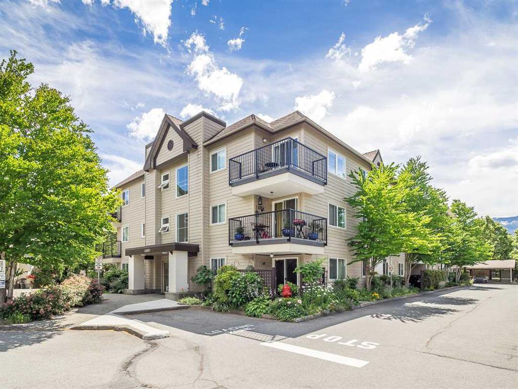 Main Photo: A303 40100 Willow Crescent in Squamish: Condo for sale : MLS®# R2403744