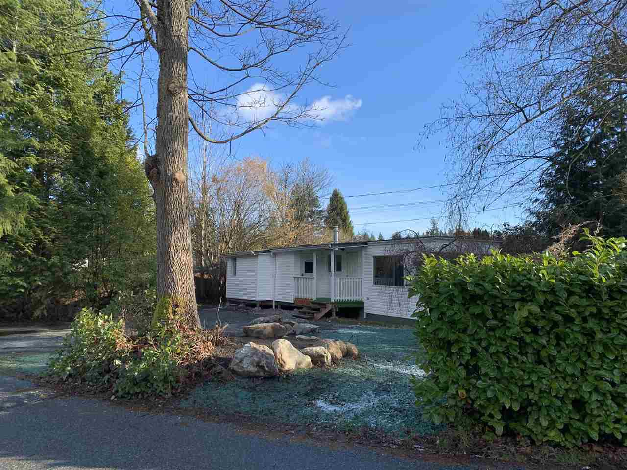 "Main Photo: 151 1413 SUNSHINE COAST Highway in Gibsons: Gibsons & Area Manufactured Home for sale in ""Poplar Estates"" (Sunshine Coast)  : MLS®# R2434428"