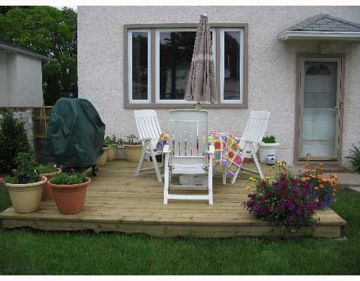 Photo 2: Photos: 687 WATERLOO Street in WINNIPEG: River Heights / Tuxedo / Linden Woods Single Family Detached for sale (South Winnipeg)  : MLS®# 2710072
