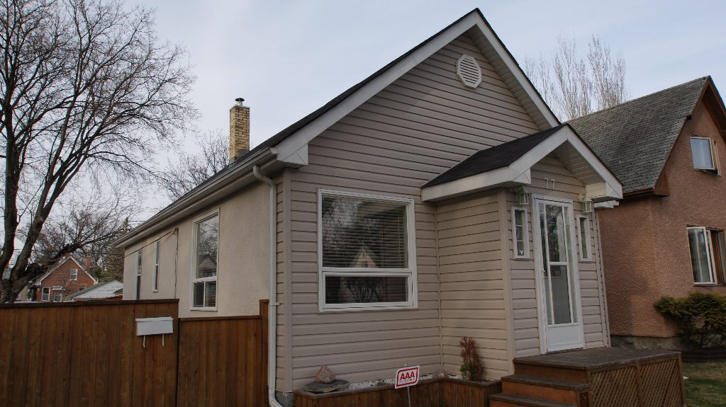 Main Photo: 77 McAdam Avenue in Winnipeg: West Kildonan / Garden City Residential for sale (North West Winnipeg)