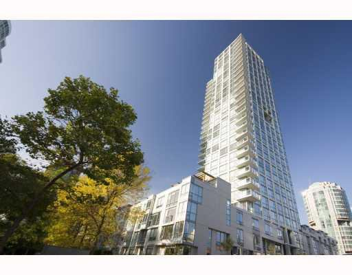 "Main Photo: 705 1455 HOWE Street in Vancouver: False Creek North Condo for sale in ""POMARIA"" (Vancouver West)  : MLS®# V671613"