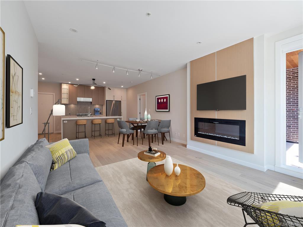 Main Photo: 304 2285 Bowker Ave in Oak Bay: OB North Oak Bay Condo Apartment for sale : MLS®# 840691