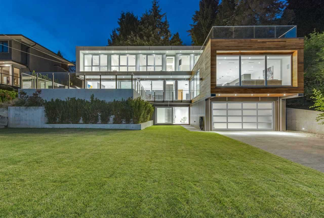 """Main Photo: 1360 QUEENS Avenue in West Vancouver: Ambleside House for sale in """"Ambleside"""" : MLS®# R2491952"""