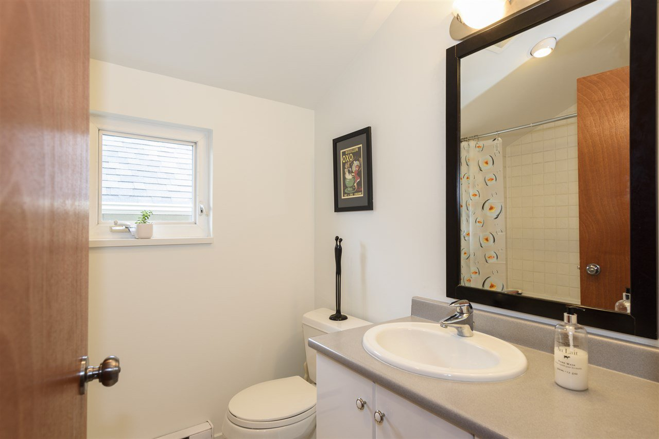 Photo 11: Photos: 125 E 22ND AVENUE in Vancouver: Main House for sale (Vancouver East)  : MLS®# R2436701