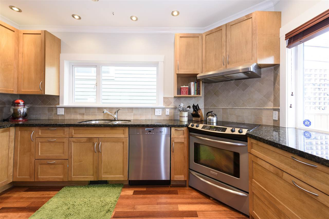 Photo 4: Photos: 125 E 22ND AVENUE in Vancouver: Main House for sale (Vancouver East)  : MLS®# R2436701