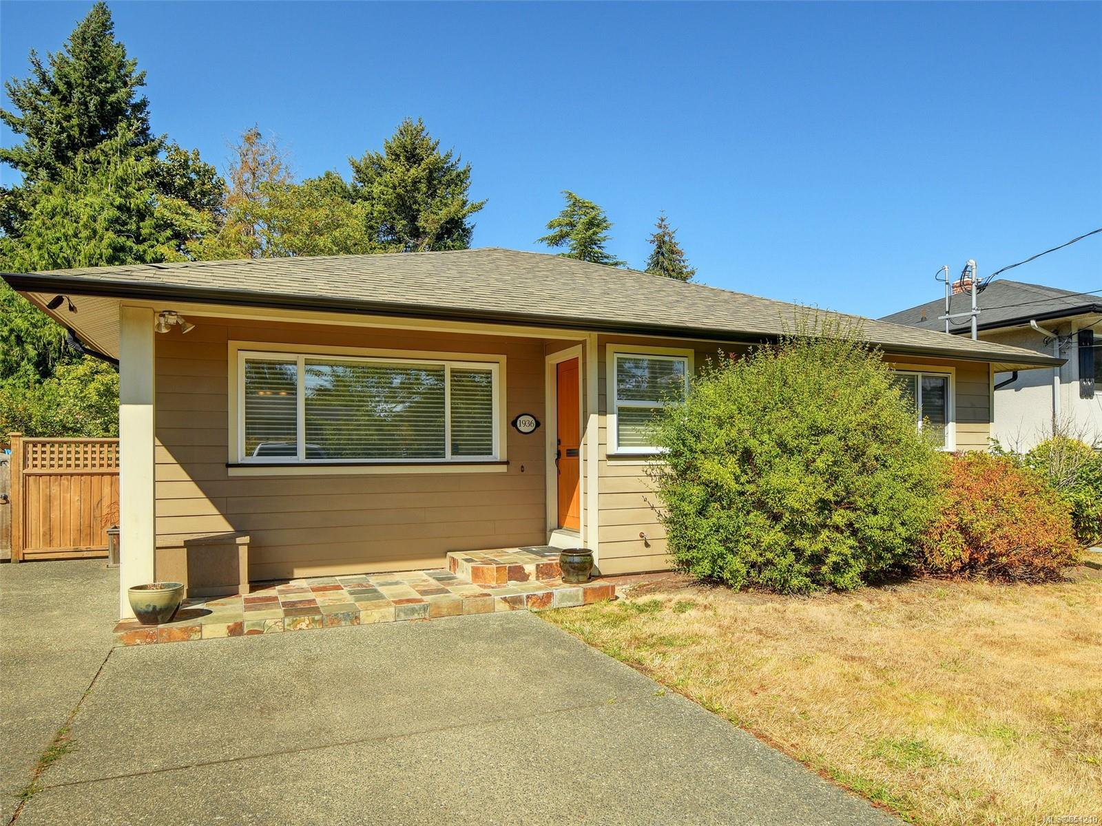 Main Photo: 1936 Carnarvon St in : SE Camosun House for sale (Saanich East)  : MLS®# 854210