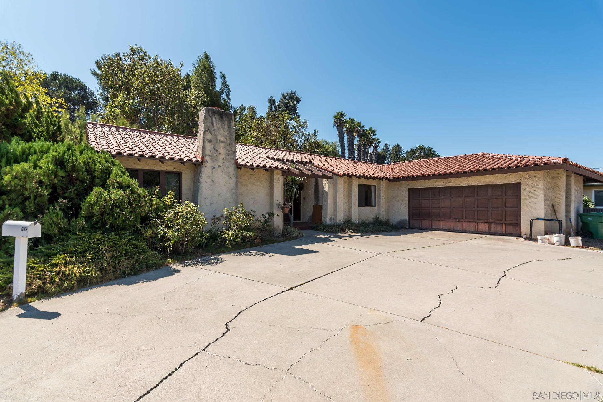 Main Photo: EL CAJON House for sale : 4 bedrooms : 632 Tyrone St.